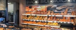 Snacks und wechselnde Mittagsangebote im Marktcafé von Edeka Esslinger in Langenargen