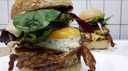 leckere Burger Spezialitäten bei Sarah's Diner - gerne auch mal als Mittagessen