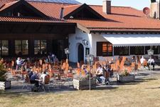Essen auch mal im Biergarten und auf der Terrasse in Schwangau bei den Königsschlössern. Das Restaurant in der Schloss Brauerei in Schwangau bietet Ihnen eine vielfältige Auswahl an wechselnden Tagesempfehlungen.
