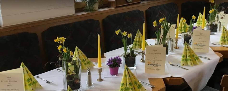 Der Gasthof Bergfrieden in Fischen im Allgäu.  Hier im Restaurant Bergfrieden mit wechselnden Wochenmenüs und Tagesgerichten. Bei Familie Obst gibt es immer eine vielfältige Auswahl an wechselnden Mittagessen.