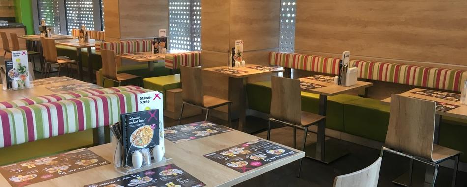 Mittags gut und lecker Essen gehen - im mömax Restaurant in Kempten - Hier gibt es von Montag bis Samstag täglich wechselnde Mittagsgerichte und eine große Auswahl aus unserer heißen Theke