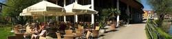 Cafe Restaurant Kurhaus am Park in Isny Mittagsangebote gerne auch auf der Terrasse. Mittags gut und lecker Essen gehen in Isny - Ob Restaurant, Café, Bar, Imbiss oder Gasthaus - in Isny gibt es viele Lokale mit wechselnden Mittagstisch-Angeboten