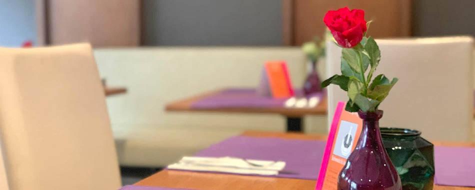 Gemütlich sitzen und genießen. Im Lokal oder auf der Terrasse im Restaurant Pizzeria Dolce Vita in Isny im Allgäu - Mit wechselndem Mittagstisch - Gasthaus, Imbiss, Restaurant Hotel in und um Isny mit Mittagessen und Aboessen
