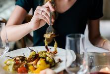 Restaurant im edita Hotel in Scheidegg - Mittagsangebote. Mittags gut und lecker Essen gehen in Scheidegg - Ob Restaurant, Café, Bar, Imbiss oder Gasthaus - in Scheidegg gibt es viele Lokale mit wechselnden Mittagstisch-Angeboten