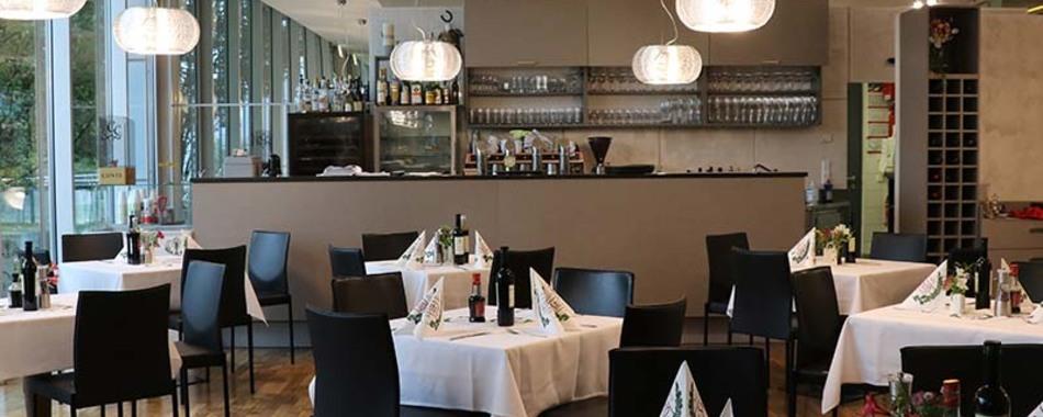 Gemütlich sitzen und genießen. Feiern mit Freunden, Familie und Kollegen. Restaurant Cantinetta al Lago in Lindau am Bodensee - immer der passende Rahmen für Ihre Feier oder Veranstaltung