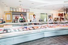 Das Team der Metzgerei Maischberger freut sich auf Ihren Einkauf. täglich wechselnd gibt es Mittagsangebote und Mittagsmenüs bei der Metzgerei Maischberger in Buchloe