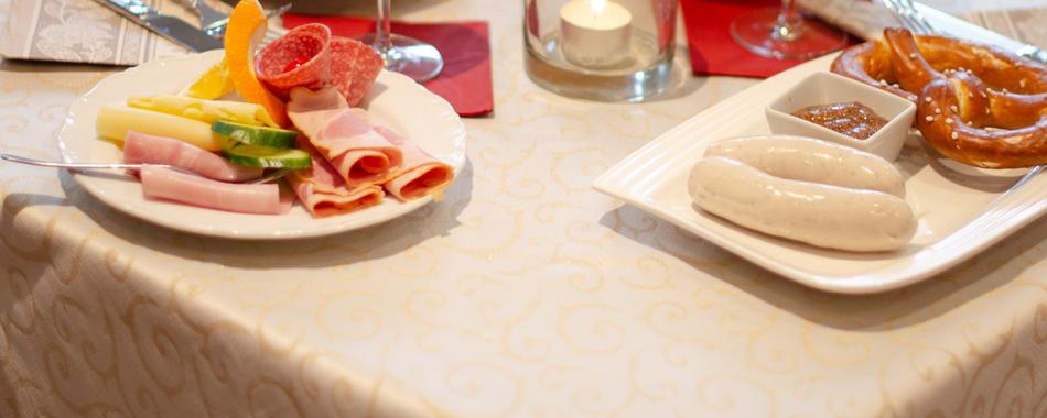 Gemütlich sitzen und genießen. Frühstück, Weißwurstfrühstück oder Brunch mit Freunden, Familie und Kollegen - im Cafè La Bohème in Memmingen - Gerne immer auch der passende Rahmen für Ihre Feier oder Veranstaltung