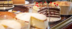 im Cafè La Bohème in Memmingen gibt es täglich eine große Auswahl an hausgemachten Torten und Kuchen. Also - nicht nur zum Mittagstisch mit wechselnden Tagesangeboten - auch zum gemütlichen Kaffeekränzchen mit Freunden, Familie und Kollegen