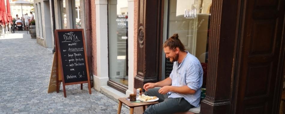 Gemütlich sitzen und genießen. Essen mit Freunden, Familie und Kollegen - Dunya in Wangen- Mittagstisch - Grillbuffet - Aboessen - Tagesgerichte