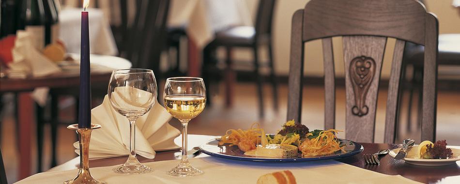 Gemütlich sitzen und genießen. Essen mit Freunden, Familie und Kollegen - im Restaurant Alte Post in Mindelheim - Mittagstisch - Grillbuffet - Aboessen - Tagesgerichte