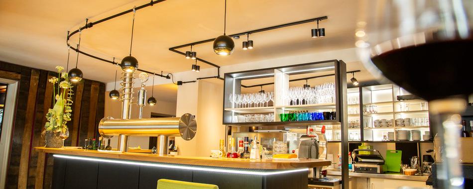Restaurants, Café, Bar, Imbisse in und um Kaufbeuren mit wechselnden Mittagsangeboten und einer großen Auswahl an exklusiven Weinen. Mittags kann man gut und fein Essen gehen im Vino in Kaufbeuren in der Kaiser-Max-Straße