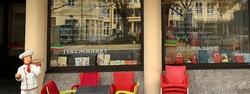 Gemütlich sitzen und genießen. Essen mit Freunden, Kollegen und Familie - im Italmarket in Sonthofen im Allgäu - Mittagstisch - Tagesgerichte - Kaffeespezialitäten - italienische Feinkost