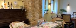 Gemütlich sitzen und genießen. Essen mit Freunden, Kollegen und Familie - im Orient Express Park Café in Immenstadt essen gehen - Mittagstisch - Tagesgerichte
