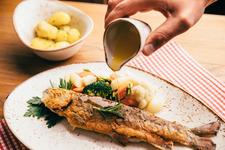Gemütlich sitzen und genießen. Essen gehen mit Freunden, Kollegen und Familie - im Hotel Restaurant Bayerischer Hof in Kempten - Mittagstisch - Tagesgerichte - Feiern - Mittagessen -
