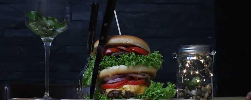 Im Pavillon Burger - Gemütlich sitzen und genießen. Essen gehen mit Freunden, Kollegen und Familie - in Kaufbeuren - Mittagstisch - Tagesgerichte - Feiern - Mittagessen -