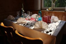 Beim Bruckwirt in Kaufering - Gemütlich sitzen und genießen. Essen gehen mit Freunden, Kollegen und Familie - Gasthof Zur Brücke - Mittagstisch - Tagesgerichte - Feiern - Mittagessen -