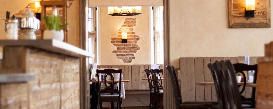 mit Freunden, Kollegen oder Familie Essen und Feiern - im Café - Schlossgarten in Türkheim - gemütlich sitzen und genießen - alle Restaurants, Imbisse, Hotels, Lokale mit wechselndem Tagesessen oder Aboessen