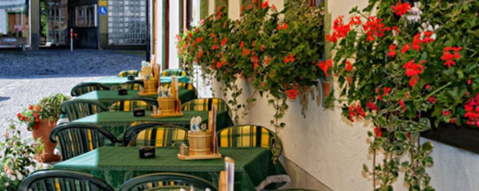 Hotel Hirsch - Essen auf der Terrasse