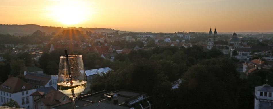 skyLounge - Sonnenuntergang über den Dächern von Kempten