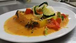 Roter Curry mit Lachs