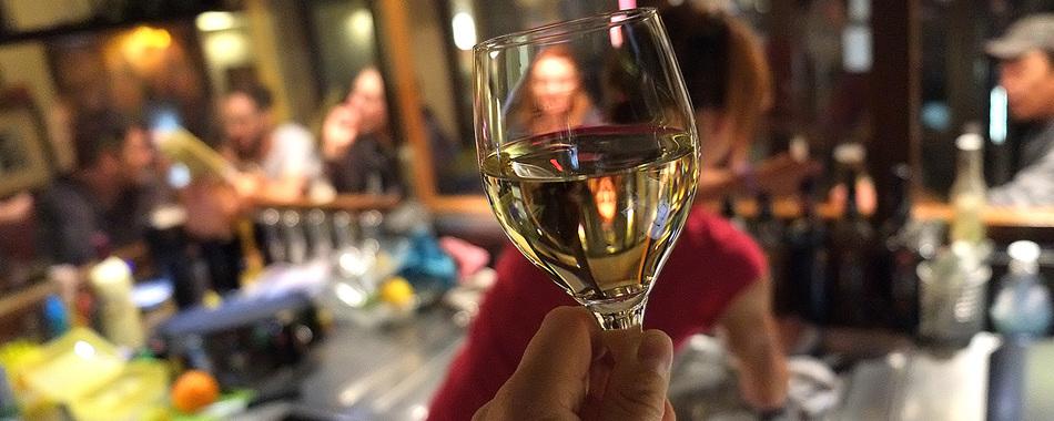Ein Glas Wein - im Saumarkt Café in Wangen